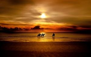 Free-Beach-Sunset-Wallpaper